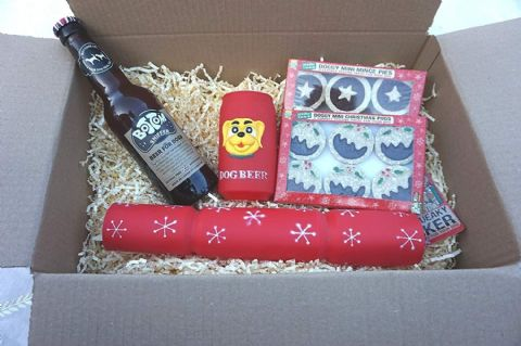 DOG CHRISTMAS HAMPER WINES BEER CRACKER MINCE PIES & XMAS PUDS HAT & TREAT CARD